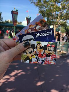 Visiting Disneyland is a dream come true for many and you want to make it amazing! We have put together some Disneyland first visit tips!
