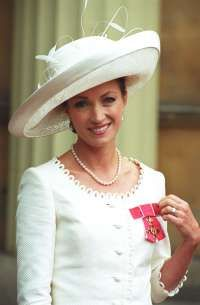 Jane Seymour gets it right every time. So elegant!