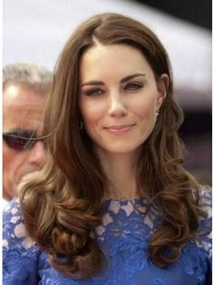 Yes, you guessed right-it's Kate Middleton. Aka the Duchess of Cambridge? Estilo Kate Middleton, Kate Middleton Hair, Princesa Kate, Principe William Y Kate, Princesse Kate Middleton, The Duchess, Prince William And Kate, Windsor, Hair Inspiration