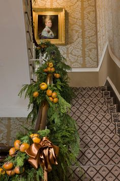 Top Christmas Staircase Garland - Christmas Celebration - All about Christmas Southern Christmas, Elegant Christmas, Noel Christmas, Beautiful Christmas, Winter Christmas, All Things Christmas, Christmas Oranges, Decoration Christmas, Holiday Festival
