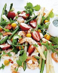 10 SALADAS QUE VALEM POR UMA REFEIÇÃO COMPLETA Confira pratos que matam a fome sem extrapolar as calorias