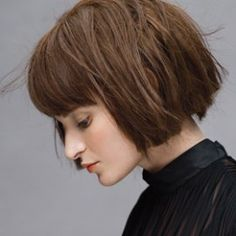 In a world that lusts after the perfectly blended layers reminiscent of Victorias Secret-esque hair, there is a mass of bold and brave girls who like things a little more straight-forward. From ban…