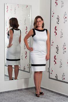 090. Překrásné koktejlové bílé šaty.  Vel.: 40  Cena: 860,- kč