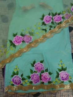 Fabric Painting On Clothes, Painted Clothes, Fabric Art, Flower Diy, Diy Flowers, Fabric Paint Designs, Embroidery Suits Design, Diy Crafts Hacks, Floral Paintings