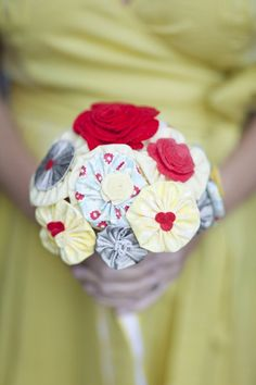 diy fabric flower bouquet tutorial complete with how to put the flowers into the bouquet! Love Flowers, Diy Flowers, Fabric Flowers, Paper Flowers, Origami Flowers, Handmade Flowers, Fabric Bouquet, Diy Bouquet, Button Bouquet