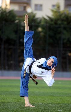 Taekwondo – World Champion Martial Arts Styles, Martial Arts Women, Sports Hijab, Vaquera Sexy, Female Martial Artists, Martial Arts Workout, Karate Girl, Female Fighter, Aikido