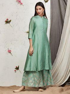 New fashion runway casual Ideas Pakistani Dresses Casual, Pakistani Dress Design, Indian Dresses, Indian Outfits, Casual Dresses, Wrap Dresses, Pakistani Suits, Punjabi Suits, Indian Designer Outfits