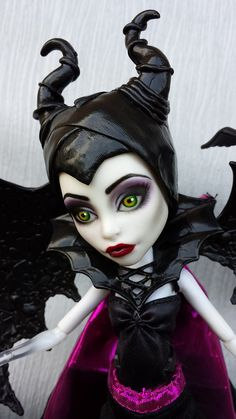 Monster High Maleficent Custom by on Flick Now this is an awesome repaint. Custom Monster High Dolls, Monster Dolls, Monster High Repaint, Custom Dolls, Ooak Dolls, Blythe Dolls, Art Dolls, Toy Art, Ball Jointed Dolls