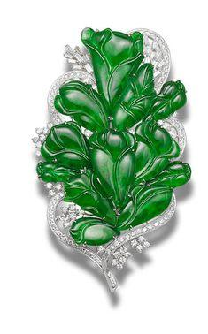 A jadeite and diamond brooch Jade Jewelry, Art Deco Jewelry, Jewelry Accessories, Jewelry Design, Designer Jewelry, Antique Jewelry, Vintage Jewelry, Bijoux Art Nouveau, Diamond Brooch