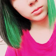 WEBSTA @ nanami_7_ - .インナーカラーみどりマニパニ色落ちすごすぎて、もう色違う.#インナーカラー #インナーカラーグリーン…