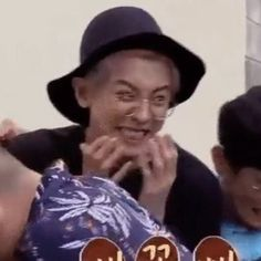 SI ESTUVIERAS EN EXO One of the best known worldwide groups of the well-known genus musi … # Fanfic # amreading # books # wattpad Memes Funny Faces, Funny Kpop Memes, Exo Memes, Stupid Memes, Dankest Memes, Baekhyun, Park Chanyeol, K Pop, Xiuchen