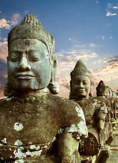 Angkor Wat. Meer informatie over het wereldberoemde tempelcomplex, check: http://www.333travelblog.nl/2012/07/angkor-wat-cambodja/