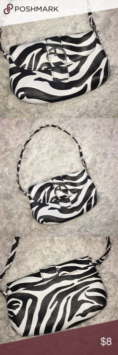 💕zebra print wristlet 💕 In excellent condition. Only used once. Man made material. Measures approximately 7.5 X 5 inches. Smoke and pet free home. Bags Clutches & Wristlets