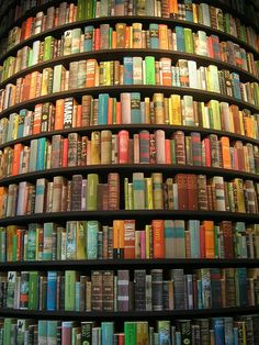 library  There's something about a #circular library that always catches my attention. Repinned by www.loisjoyhofmann who sailed #around the world, and creating her own circle during her #circumnavigation.