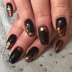 Autumnal nails #nailart #blackandgold @beckymnails