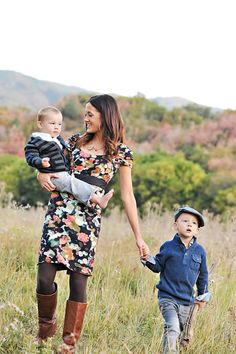 Small splashes of patterns can compliment solid layers very well! Family Pictures What To Wear, Fun Family Photos, Family Posing, Family Portraits, Maternity Portraits, Utah Wedding Photographers, Family Photography, Photography Ideas, Photoshop Photography