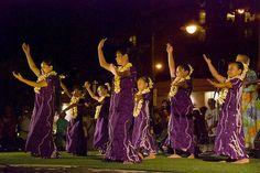 Free Waikiki Beach Hula Show at Kuhio Beach Park