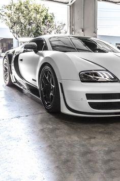 carbonandfiber:  Bugatti Veyron Pur Blanc