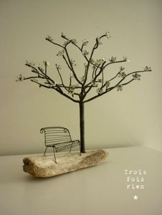 Le banc des amoureux - I thought this was quite you.wonderful wire tree and benchWire tree wall hanging by Kimberlyjustideas on Etsy Artsome great pictures for fairy garden wirework.Using nail polish as stained glass Wire Crafts, Diy And Crafts, Sculptures Sur Fil, Stylo 3d, Wire Tree Sculpture, Wire Sculptures, Sculpture Art, Art Fil, Wire Trees