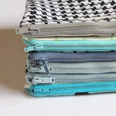Easy-to-follow instructions for a basic zipper pouch!