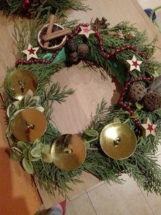 Evičky věneček pro babičku Christmas Wreaths, Holiday Decor, Home Decor, Christmas Garlands, Homemade Home Decor, Holiday Burlap Wreath, Decoration Home, Interior Decorating