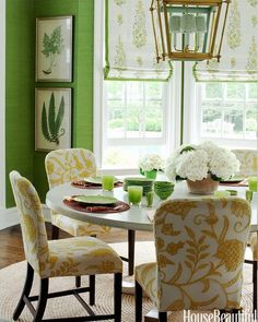Hickory Chair's #chippendale side chairs upholstered in designers COM in a classic, colorful combo of yellow and green always feels fresh!  We have spring fever and are drawn to all things chipper and colorful this time of year. 🍃🍃🍃  Seen in @housebeautiful   Design by @ashleywhittakerdesign ⠀⠀⠀⠀⠀⠀⠀⠀  #springfever   #furniture   #chippendale   #colorful   #diningchair #floralprint   #classic #interiordesign #design #designdetails #designinspiration #luxuryinteriors #witford…