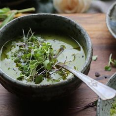Green Velvet Soup. Creamy, healthy, tasty and simple to make. #recipe on the blog. #creamysoups #vegan #soups #vegetarian #vegetables #green #simple