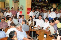 2013 será un año muy, muy fructífero. Va a ser muy un bueno, expresó el mandatario Javier Duarte de Ochoa al comprar un billete de lotería, siguiendo la tradición del último día del año, y repartirlo entre sus acompañantes.