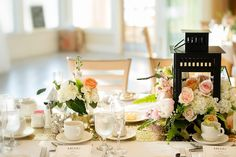 Beautiful tablescapes by BeachPlumFloral.com | Photography by TaraLynnSen.com