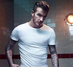 50 David Beckham hair styles - we have fohawks, all his dyed blonde hairstyles, the shaved sides look, the spiky hair that was crazy popular, & lots more! Mens Hairstyles Oval Face, Beckham Hair, David Beckham Style, Oval Faces, Shaved Sides, Dapper, Blonde Hair, Handsome, Hair Styles