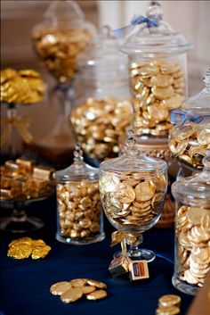 gold with a chocolate coin bar sure to satisfy all! Photo by Leslie Gilbert Photography Pin from Go gold with a chocolate coin bar sure to satisfy all! Photo by Leslie Gilbert Photography Pin from Roaring 20s Party, Gatsby Themed Party, Roaring 20s Wedding, Speakeasy Party, New Years Eve Decorations, Great Gatsby Party Decorations, Chocolate Coins, Golden Anniversary, Second Anniversary