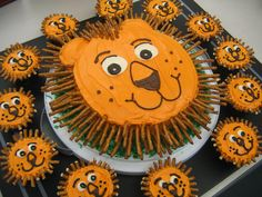 Lion cake....are those pretzels for the mane?  Good idea!