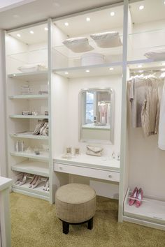 Ankleidezimmer mit Schminktisch Walk-in closet / dressing room with dressing table by CABINET – check out how to create the glamor look in the dressing [. Bedroom Closet Design, Master Bedroom Closet, Room Ideas Bedroom, Closet Designs, Home Room Design, Bedroom Decor, House Design, Dressing Room Closet, Dressing Room Design