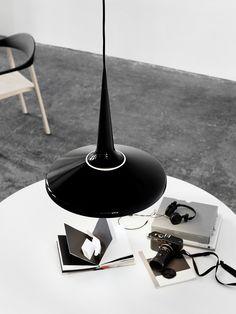 Schirm aus Aluminium bei Juicy Pendelleuchte von Lightyears, mehr über Lampen aus Aluminium auf unserem DesignOrt Blog #Alu #Lampe