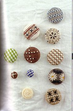 Japanese button craft book, directions are in Japanese and great pictures!