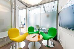 Kontoret Kamppi, Green Room: 1-3 hengen mukava, hyvin varusteltu työ- / pienkokoustila Helsingin ydinkeskustassa, Kampissa. https://venuu.fi/tilat/kontoret-kamppi-green-room #kokous #tila