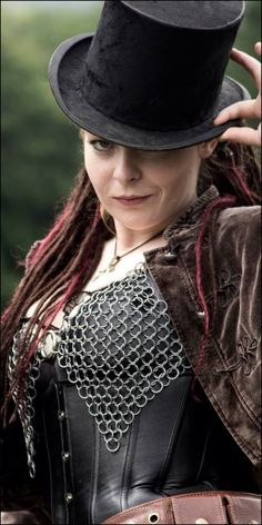 Ooooo! my love of goth and my love of medieval chain maille, come together with a bang!