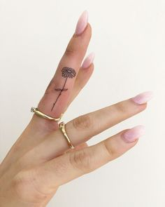 These simple, minimalist tattoo designs are perfect for the fingers, wrists, and. - Tattoos and body art - Minimalist Tattoo Mini Tattoos, Small Hand Tattoos, Cute Tattoos, Flower Finger Tattoos, Awesome Tattoos, Tattoo Small, Small Tattoo Designs, Tattoo Designs For Women, Tattoos For Women Small