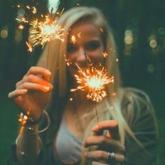 Image about girl in Photos to do ❤💎 by Miki mihaela Tumblr Photography, Creative Photography, Portrait Photography, Sparkler Photography, Senior Pictures, Cool Pictures, Foto Pose, Tumblr Girls, Sparklers