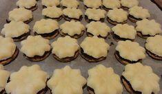 Jak na kokosové nepečené cukroví | recept Cookies, Desserts, Food, Advent, Crack Crackers, Tailgate Desserts, Deserts, Biscuits, Essen