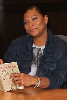 Queen Latifah reads, has birthday today Woman Reading, Love Reading, Reading Books, Little Free Libraries, Free Library, I Love Books, Good Books, Celebrities Reading, Books To Read For Women
