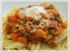 Unsere Bolognese-Sauce enthält sehr viel Gemüse und ist sie in Verbindung mit dem Hackfleisch und den Nudeln für eine gesunde, vollwertige Ernährung b