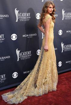love her dress!!! :)