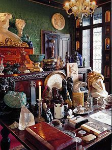 Collection of Wiccan things. Could be where a altar is made. My desk is similar to this, I put together an altar in this space when I need to. Wiccan, Magick, The Magic Faraway Tree, Casa Hotel, Cabinet Of Curiosities, Interior Decorating, Interior Design, Bohemian Decor, Oeuvre D'art