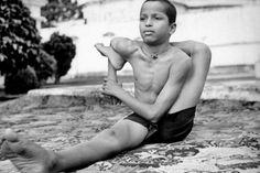 1941: Yoga demonstrated in India, article from the LIFE Magazine .... #vintageyoga #yogahistory #1940s #yogaworld #om #namaste #yoga #india