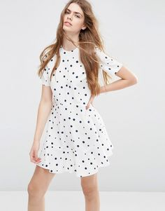 Imagen 1 deASOS Short Sleeve Ruffle Hem Dress in Spot Print