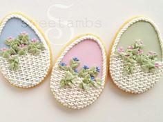 Easter Cookies. Visit my blog for a tutorial: https://www.sweetambs.com/tutorial/easter-basket-cookie/