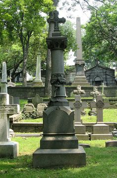 John Jacob Astor IV, RMS Titanic disaster victim in Trinity Churchyard, NY
