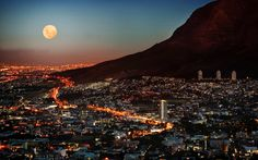 Full moon over Cape Town city bowl - Table Mountain at the right - South Africa Oh The Places You'll Go, Places To Visit, Cape Town South Africa, South Korea, Table Mountain, Belle Villa, Ultimate Travel, Africa Travel, Lonely Planet