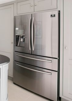 A french door fridge freezer with chilled and sparkling water dispenser A french door fridge freezer with chilled and sparkling water dispenser - Door Kitchen Pantry Design, Kitchen Items, Home Decor Kitchen, Interior Design Kitchen, Big Refrigerator, Big Fridge, Kitchenaid Refrigerator, Large Fridge, Counter Depth Refrigerator